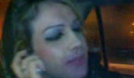 ברגע שהיא ליטפה את מצלמות סקס צפייה ישירה חינם הגבר שלה ועברה לאזור אנאלי.
