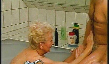 MFM סרטי סקס צפיה ישירה חינם תוצרת בית עם בלונדינית בגרבונים