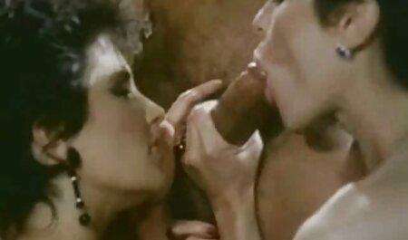 נינה זיינה בסתר סקס לצפיה ישרה בחינם את הגבר שלה עם זונה צעירה במקלחת.